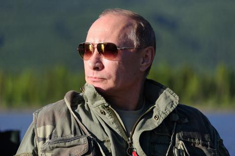 cc53eaaded1b Владимир Путин в солнцезащитных очках Chrome Hearts Stains.